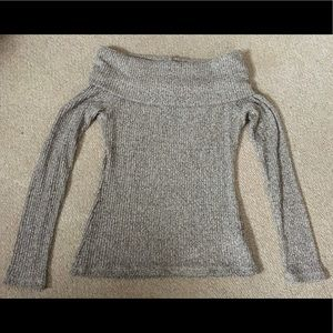 DESIGN LAB light grey off-the-shoulder sweater!